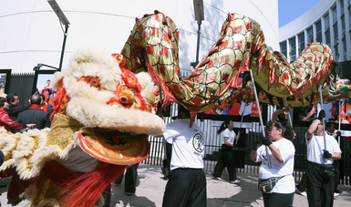Entre dragones y perros multicolores, fue cortado el listón inaugural de Año Nuevo Chino 2018