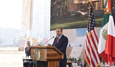 El Secretario de Gobernación, Alfonso Navarrete Prida, dando su mensaje.