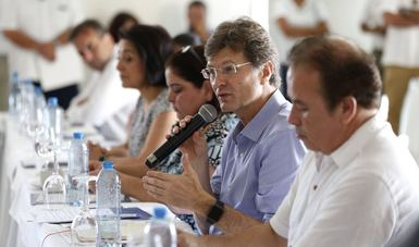 El secretario de Turismo, Enrique de la Madrid, sostuvo que para sacar adelante al sector debe prevalecer un federalismo cooperativo en el que es de vital importancia la participación de la sociedad civil y empresarios.