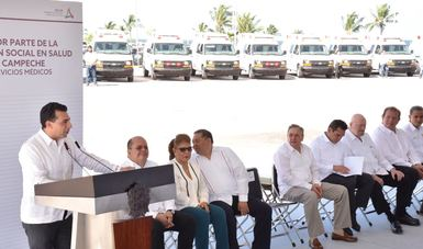 Con el objetivo de mejorar y fortalecer los servicios de salud en Campeche, el comisionado nacional del Seguro Popular, Antonio Chemor Ruiz, entregó 25 ambulancias al Gobierno de Campeche que fueron financiadas con recursos del Seguro Popular.