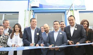 Con una inversión de 2.5 mdp por parte del Seguro Popular, el comisionado nacional, Antonio Chemor Ruiz y el gobernador de Gto, Miguel Márquez, inauguraron la Unidad de Desarrollo Infantil (UDI) en León, para beneficio de más de 32 pequeños del Estado.