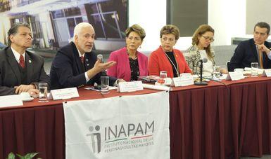 La titular del Inapam, Aracely Escalante Jasso, la titular del Conadis, Mercedes Juan López e Ismael Eslava Pérez, primer visitador de la Comisión Nacional de los Derechos Humanos