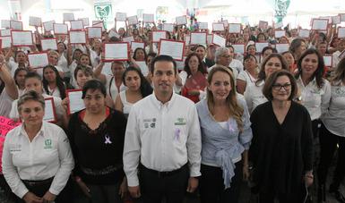 El titular del Seguro Social, Tuffic Miguel, encabezó un evento conmemorativo por el Día Internacional de la Mujer y clausuró la jornada médica de IMSS-PROSPERA, en la que fueron valoradas mil 425 mujeres y se realizaron 41 cirugías para evitar el cáncer.