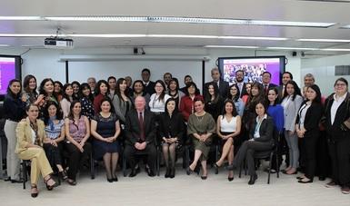 Día Internacional de la mujer en la AEM: una visión de la mujer emprendedora en el futuro de México