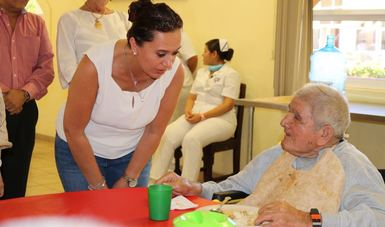 Durante su gira de trabajo por el Estado de Baja California Sur, la Titular del Indesol, visitó OSc apoyadas por el PCS.