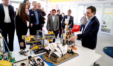 El Secretario de Economía realizó un recorrido por la Planta de Lego en Nuevo León