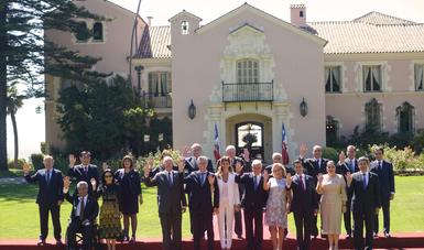 Después de la Ceremonia Oficinal, los Jefes de Estado y de Gobierno invitados, junto con sus comitivas, acudieron al almuerzo que ofreció el Presidente Piñera en el Palacio Presidencial de Cerro Castillo, en la ciudad de Viña del Mar.