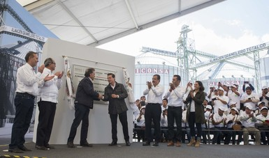 El Primer Mandatario inauguró el almacén granelero de DICONSA en Perote, Veracruz.