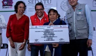 Entrega de apoyos para vivienda en Jalapa, Veracruz.