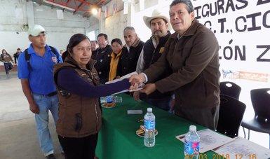 Entrega Conafe en Puebla equipo a figuras educativas