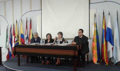 La Dra. Sonia Beatriz Fernández Canton y el Dr. José Noé Rizo Amézquita durante su participación en el evento.
