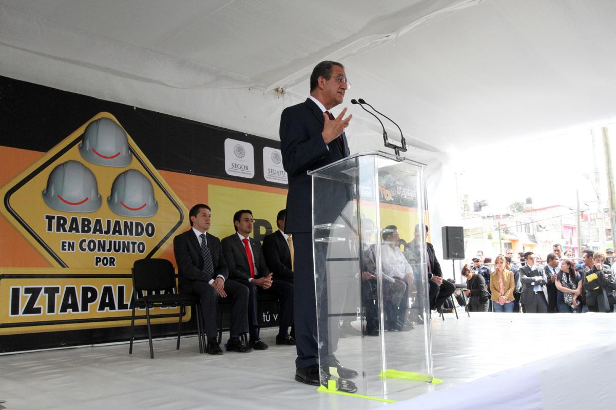 Subsecretario Alejandro Nieto en la inauguración de parque en Iztapalapa
