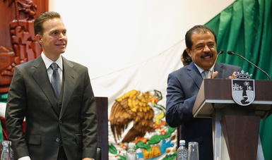 Srio. Eviel Pérez Magaña y gobernador de Chiapas Manuel Velasco