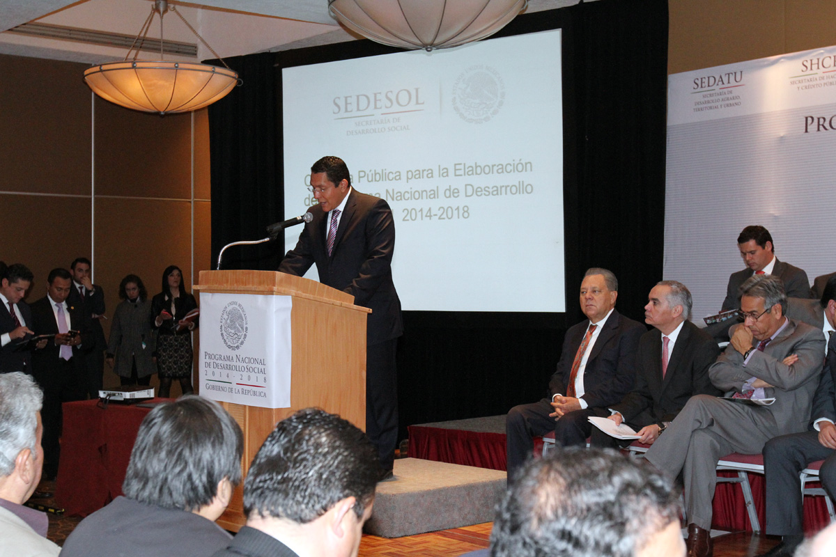 Ángel Islava Tamayo, director del Fondo Nacional de Habitaciones Populares (FONHAPO)
