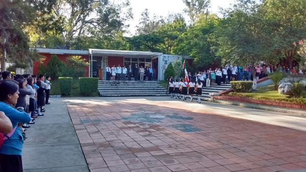 Inician clases más de 300 mil alumnos de Conalep.
