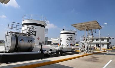 Panorámica de tanques contenedores de turbosina