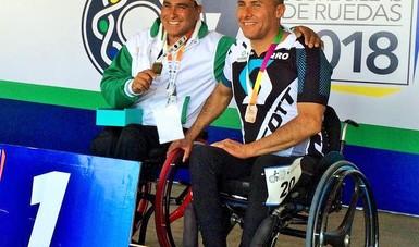 El multimedallista paralímpico conquistó oro y plata en las pruebas de handcycling en los Nacionales Sobre Silla de Ruedas.