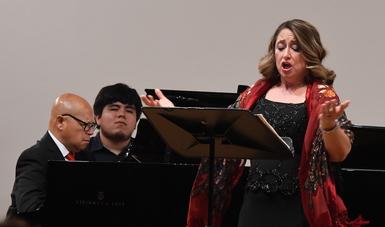 Brindan homenaje al tenor Alfonso Navarrete En el Palacio de Bellas Artes