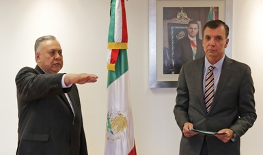 El Procurador Federal de Protección al Ambiente, Guillermo Haro Bélchez, tomó protesta a Roberto Gómez Collado como nuevo Subprocurador Jurídico de la PROFEPA.