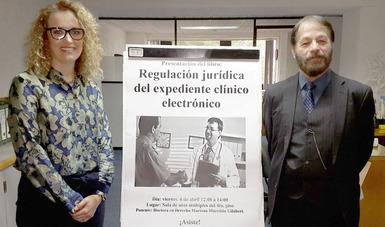 El Dr. Jorge Alfredo Ochoa Moreno , Director de proyectos especiales con la ponente Dra. Mariana Mureddu Gilabert.