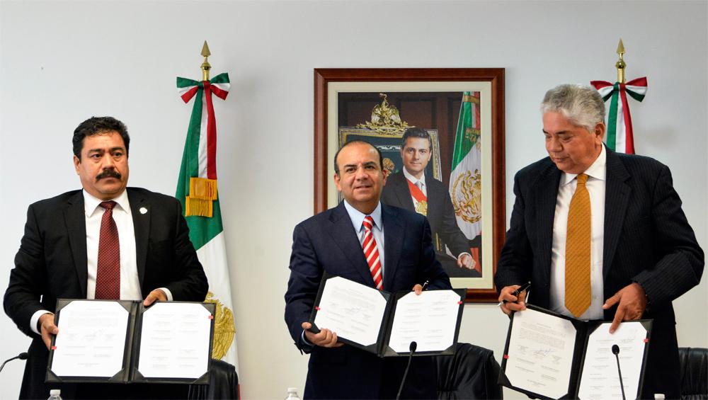 El Secretario del Trabajo y Previsión Social, Alfonso Navarrete Prida, atestiguó la firma de la revisión del Contrato Colectivo de Trabajo entre la empresa ArcelorMittal y el Sindicato Nacional de Trabajadores Mineros.