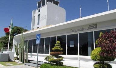 Entrada principal del edificio terminal del aeropuerto de Tehuacán