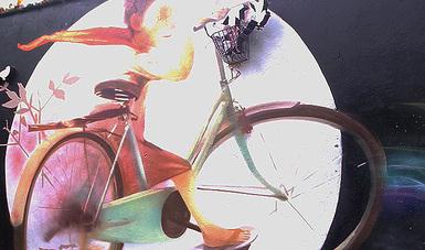 Arte urbano: imagen de niña en bicicleta