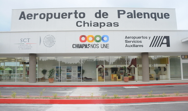 Entrada principal del edificio terminal del Aeropuerto Internacional de Palenque, Chiapas