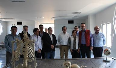 Los funcionarios visitaron el quirófano de prácticas de la Unidad Académica de Medicina Humana.