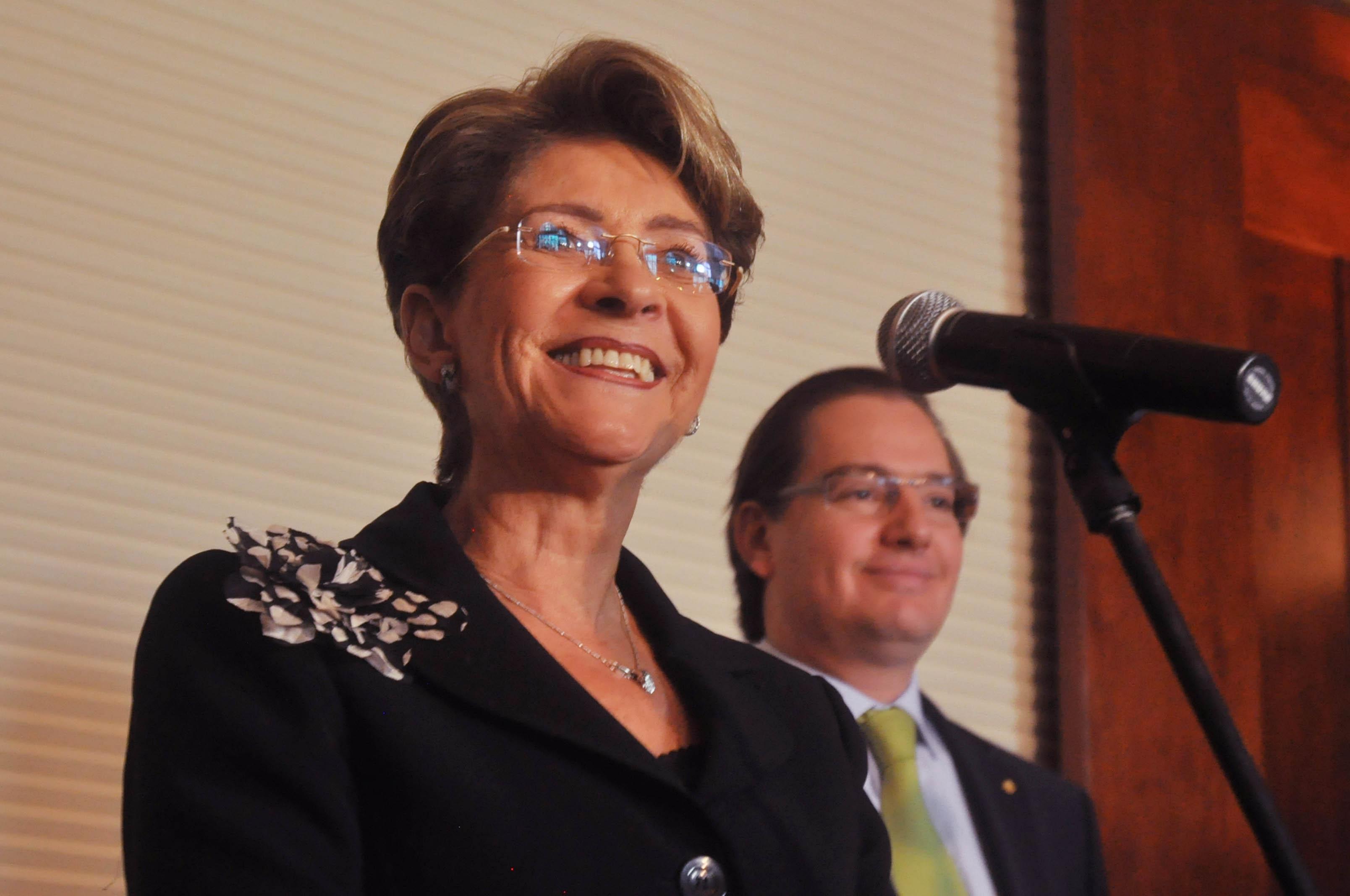 Mercedes Juan López toma posesión como Secretaria de Salud