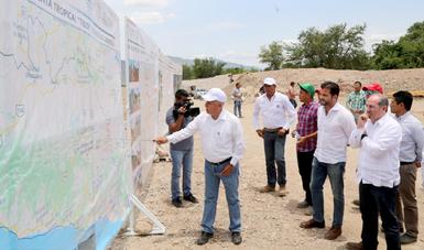 El titular de la SEMARNAT señaló que las autoridades seguirán trabajando para lograr que los mexicanos cuenten con una infraestructura hídrica de vanguardia.