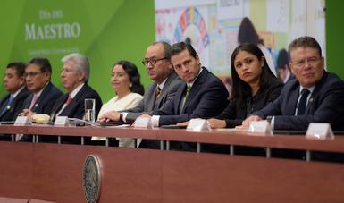 Presidente Enrique Peña Nieto encabezó la ceremonia conmemorativa por del Día del Maestro