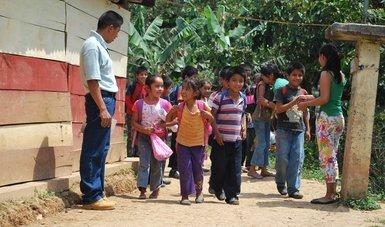 """""""Son los jóvenes del Conafe el centro de la labor educativa"""": Alfredo Martínez, delegado de Michoacán."""