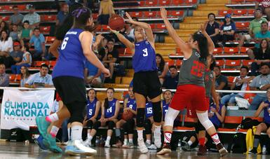 Los deportistas demuestran sus habilidades para que ganen sus equipos