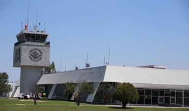 Entrada principal del edificio terminal del Aeropuerto Internacional de Tepic