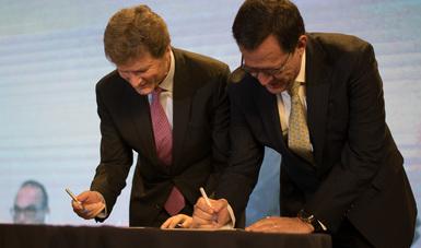 El Secretario Roberto Campa y el Secretario Enrique de la Madrid firman el Convenio de Colaboración entre STPS y SECTUR