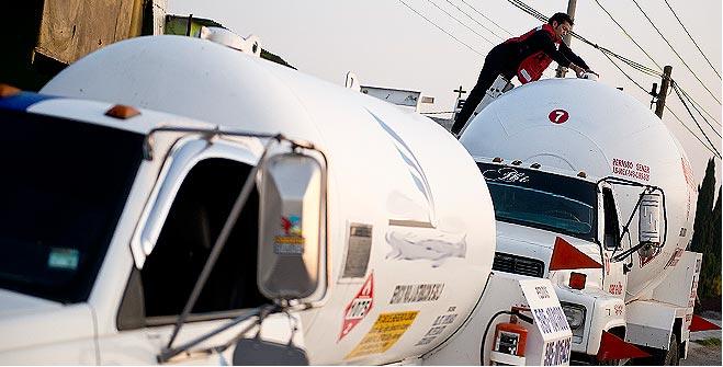 SENER inmovilizó cinco auto-tanques en operativo de verificación a vehículos que distribuyen Gas L.P.