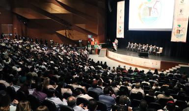 Auditorio con más de mil 200 participantes