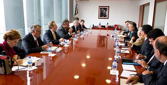 Se reúnen el Secretario de Energía, Pedro Joaquín Coldwell, y el Gobernador de Nueva Jersey, Estados Unidos, Chris Christie.