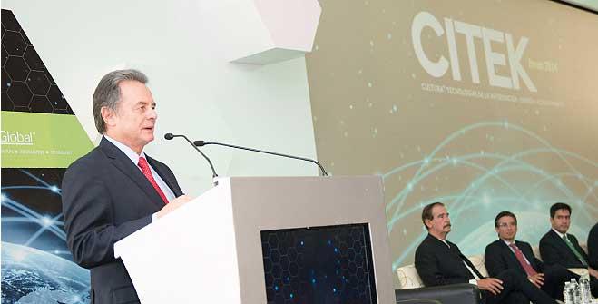 El Secretario de Energía, Lic. Pedro Joaquín Coldwell, durante su participación en el Foro CITEK 2014.