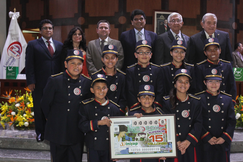 Como celebración por los 30 años de aportación a la ciencia, tecnología e innovación al campo mexicano, la SAGARPA y la Lotería Nacional realizaron el sorteo del billete conmemorativo del INIFAP.