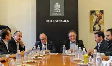 Funcionarios de la Universidad Autónoma de San Luis Potosí y del SENASICA