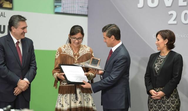 Entregó el presidente Enrique Peña Nieto el Premio Nacional de la Juventud 2015 a 15 jóvenes en lo individual y a dos agrupaciones.