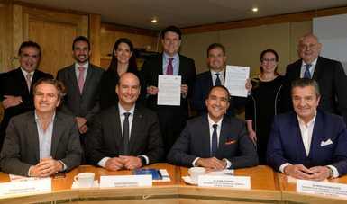 Alejandro Delgado Presidente del INADEM y participantes de la firma del acuerdo.