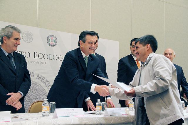 Funcionarios de la Semarnat entregaron reconocimientos a ganadores del Premio al Mérito Ecológico 2014
