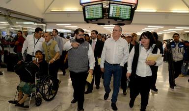 """El Procurador Federal del Consumidor, Rogelio Cerda Pérez, dio el banderazo de salida al Programa de Verificación y Vigilancia """"Vacaciones de Verano 2018"""", de la Profeco, en la Terminal 1 del Aeropuerto Internacional de la Ciudad de México."""