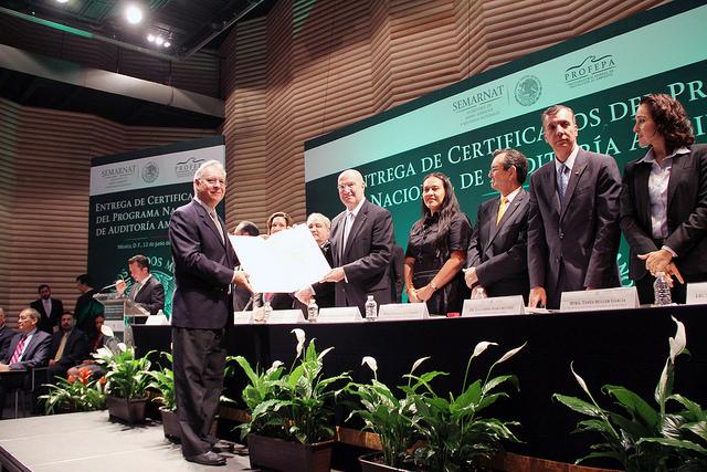 l Secretario Guerra Abud entregó 24 certificados del Programa Nacional de Auditoría Ambiental y reiteró que se redoblarán esfuerzos para cumplir con las metas de reducción de emisiones de CO2
