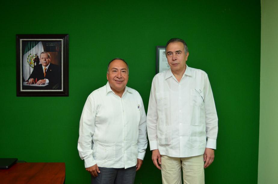 El presidente de la JFCA, Jorge Alberto J. Zorrilla Rodríguez, acompañado por el Presidente de la Junta Local de Conciliación y Arbitraje de Ciudad Victoria, Antonio Salazar Mercado.