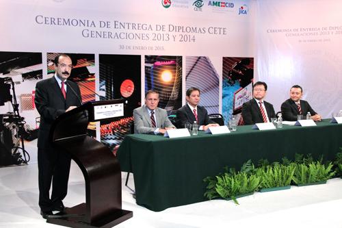 El subsecretario de Planeación y Evaluación de Políticas Educativas, Javier Treviño, durante la entrega de diplomas CETE en la Dirección General de Televisión Educativa