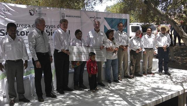 El secretario de Medio Ambiente y Recursos Naturales, Juan Jose Guerra Abud entregó recursos PET  por mas de 15 millones de pesos  en Baja California Sur.